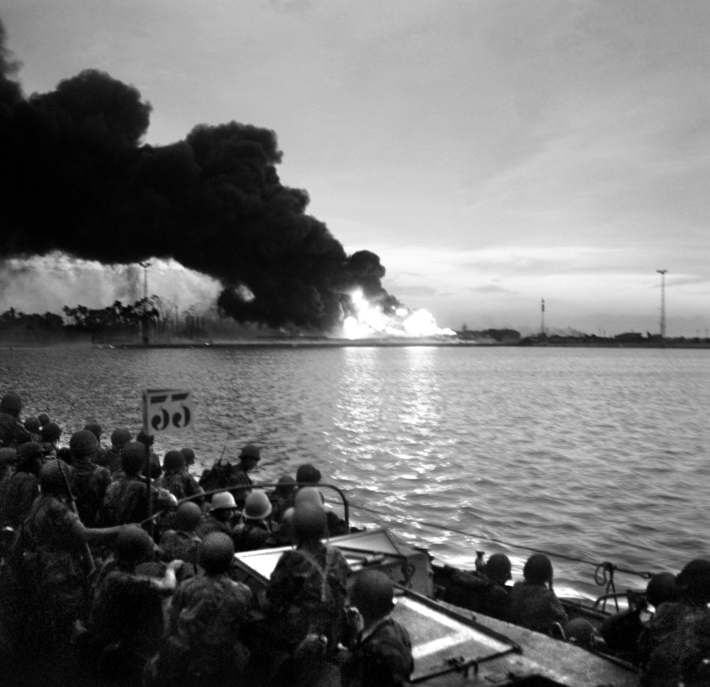 Franco-English troops landed on 5 November 1956, near Port-Saîd, found the area of ​​the Suez Canal on fire. (AFP)